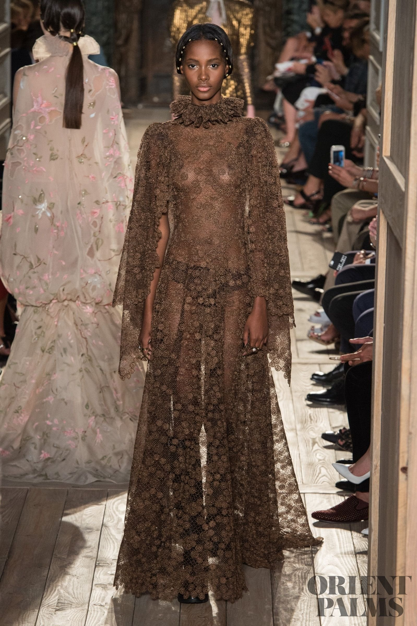 Valentino fall winter 2016 2017 couture for Haute couture meaning in english