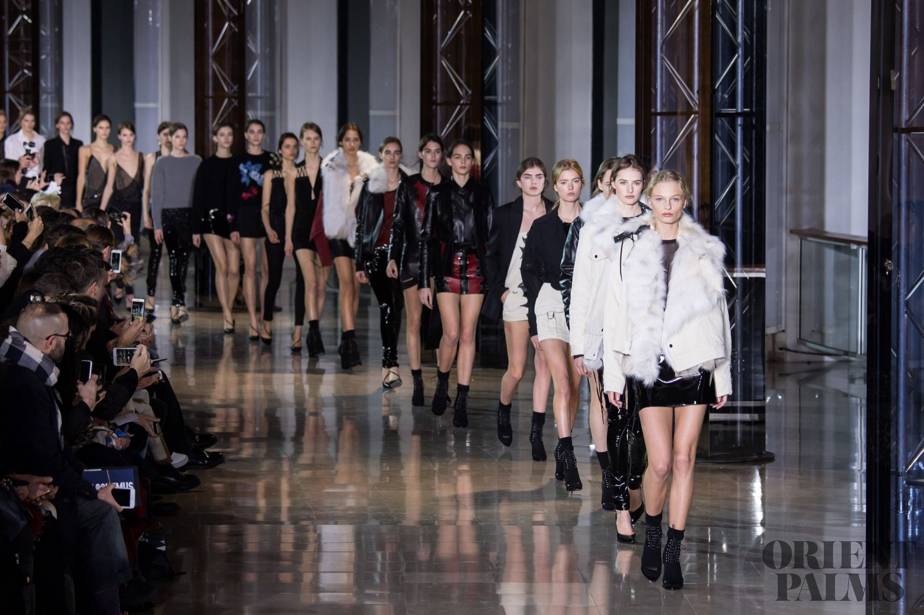 Anthony Vaccarello Fall-winter 2016-2017 - Ready-to-Wear - 1