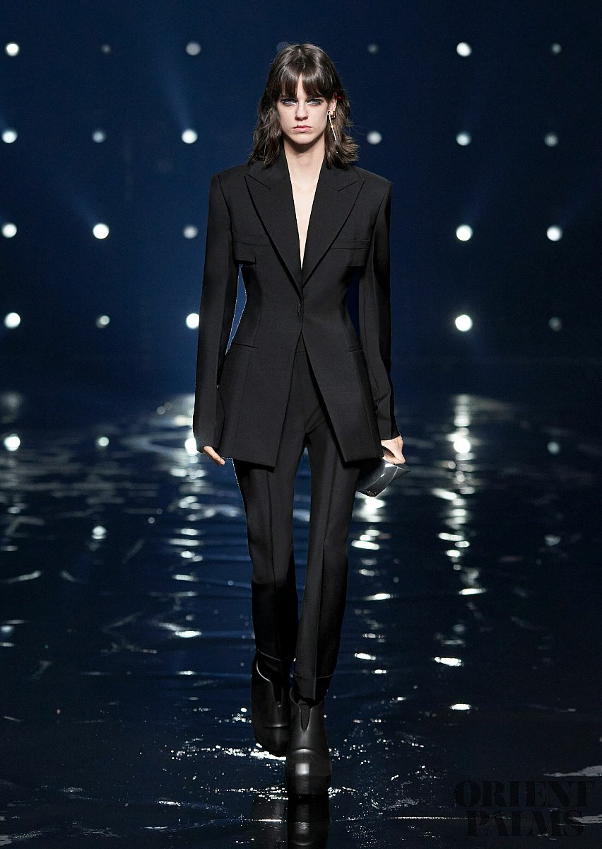 Givenchy Herbst/Winter 2021-2022 - Pret-a-porter - 1