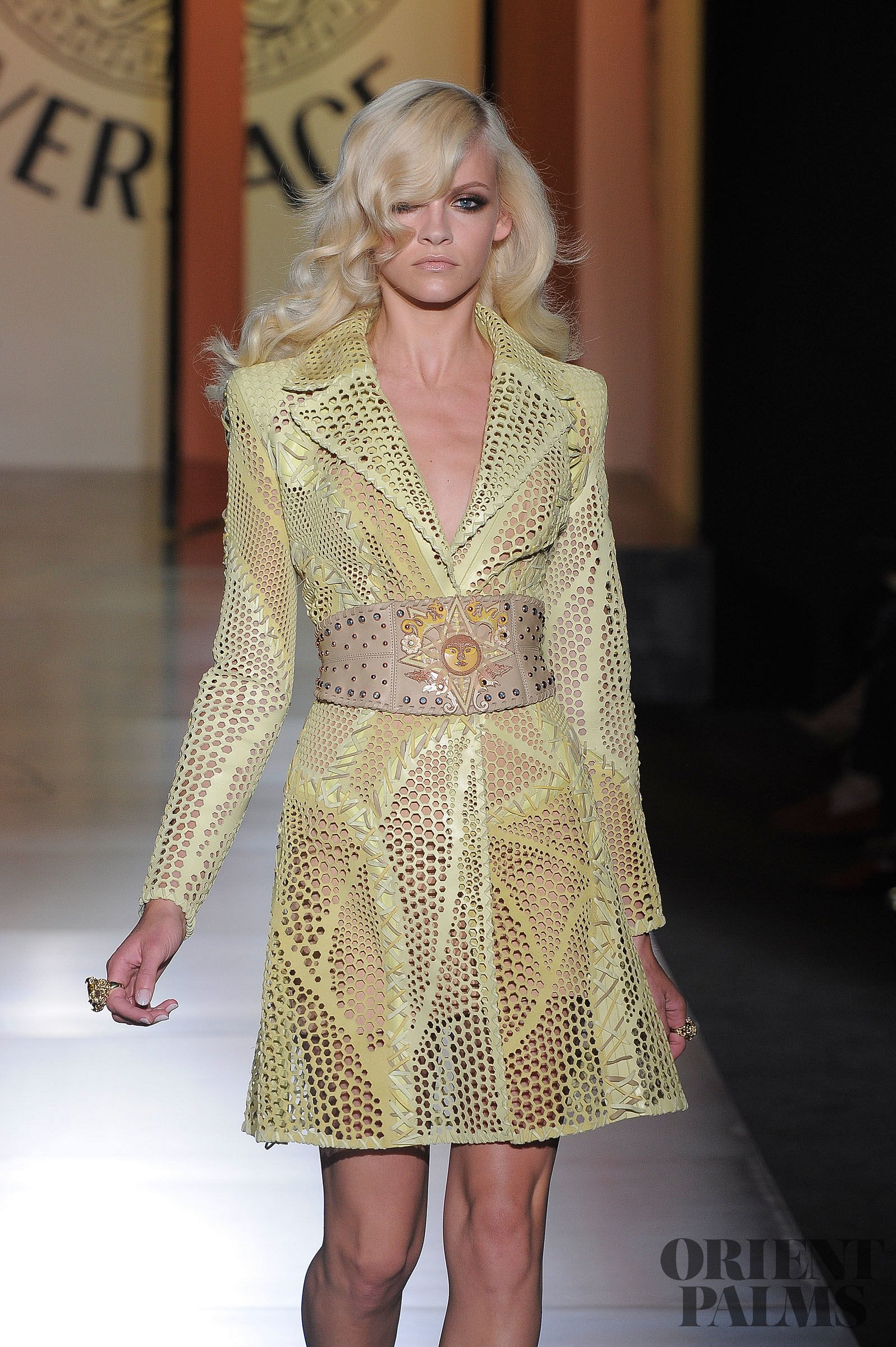 Atelier versace fall winter 2012 2013 couture for Couture meaning in english
