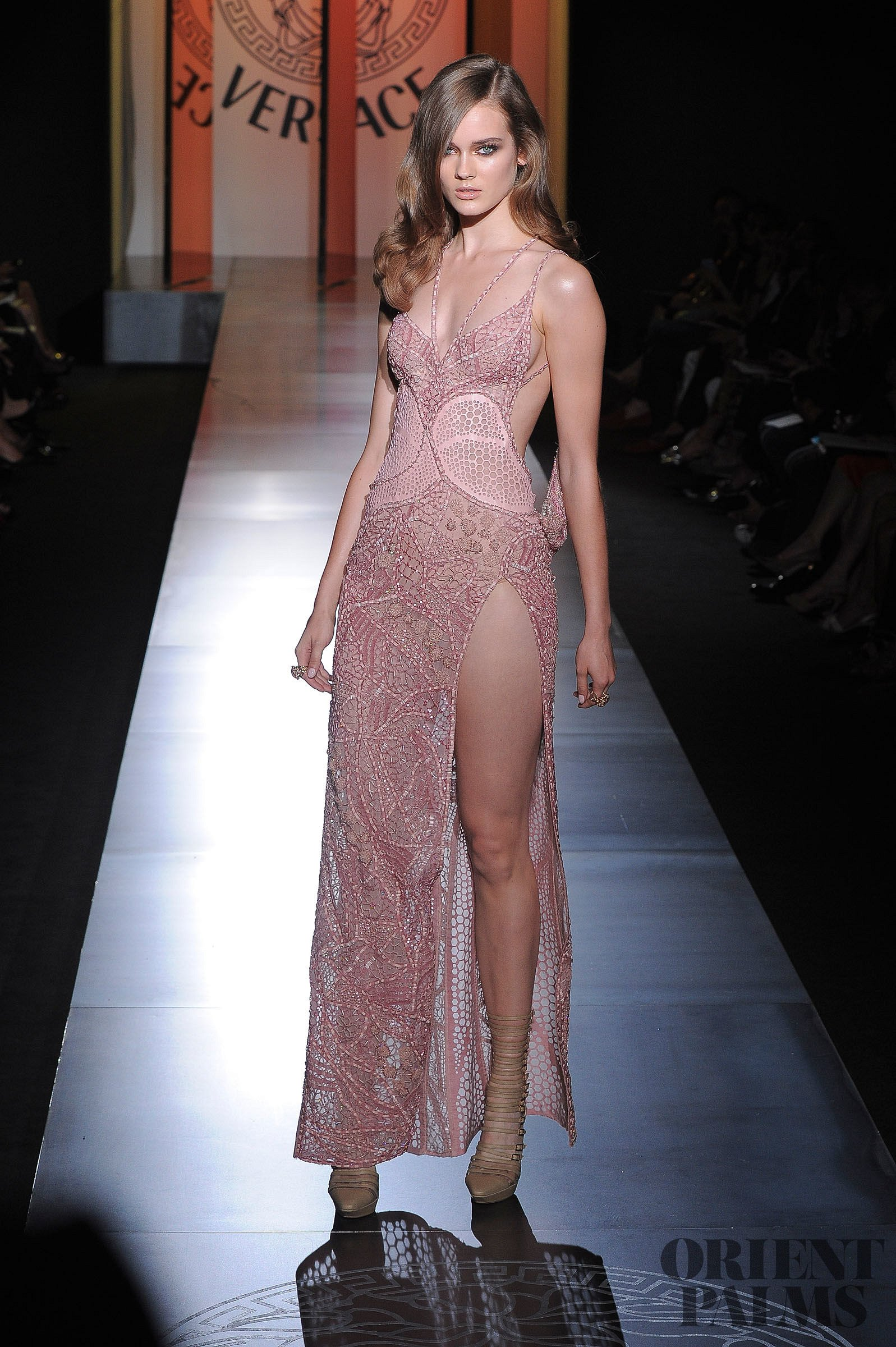Atelier versace fall winter 2012 2013 couture for Couture atelier