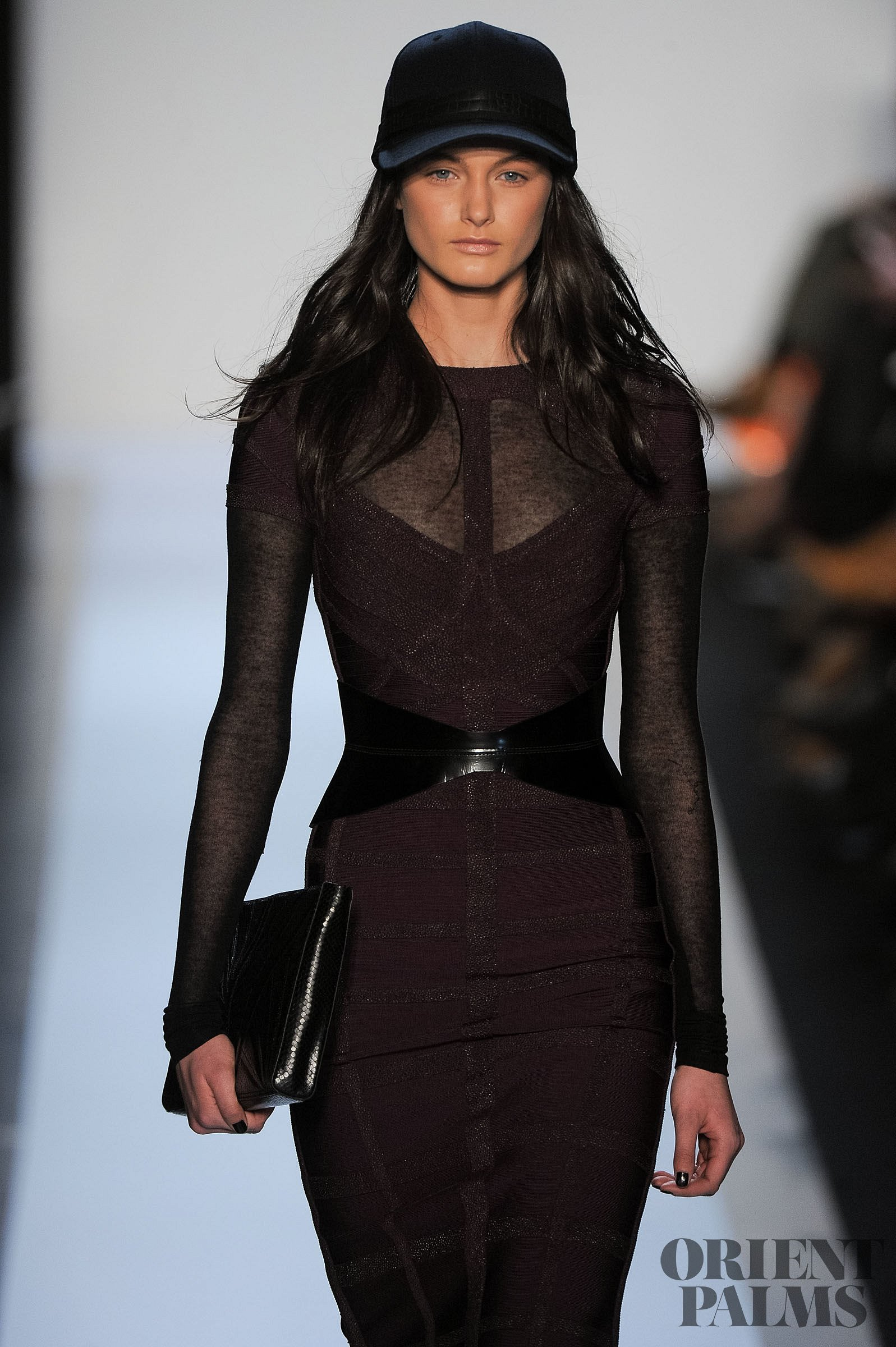 how to wear herve leger